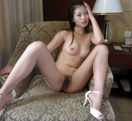 Amateur asian girlfriend posing naked..