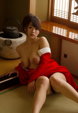 Busty asian housewife with bare big..