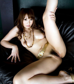 Leggy asian babe Ruru Anoa with big..