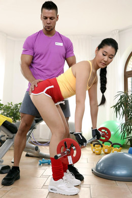 Fitness trainer fuck flexible asian..