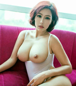 Big tits japanese chick posing naked..